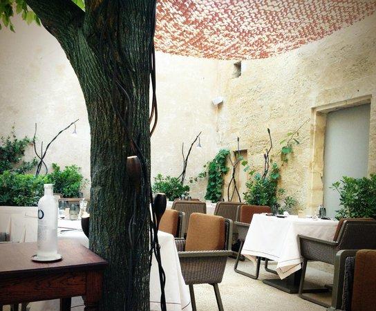 Cour intérieur du restaurant - Bild von La Maison d\'Uzes, Uzes ...