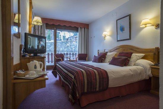 Hotel del Tarter: Nuestra doble con terraza, con vistas a la montaña!!