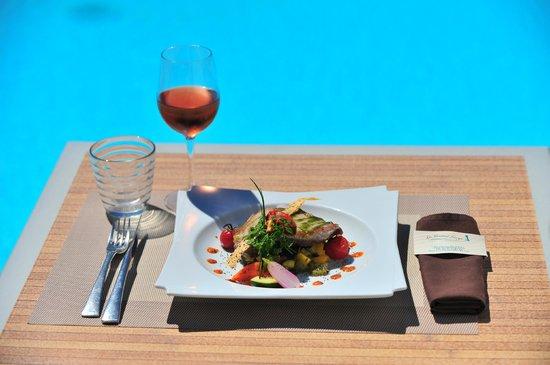 le Grand Large : Thon  snaké  à  la  plancha , pesto  basilic  et  niçoise  de  légumes   aux  olives
