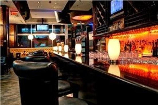 Bar and Lounge @ Ric's Grill