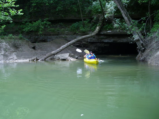 Mammoth Cave Canoe & Kayak: Don't miss the caves