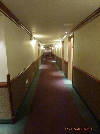 Hotels Gouverneur Trois-Rivieres: interior of room 224...