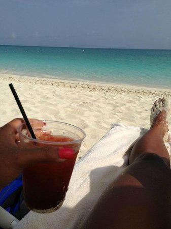 Seven Stars Resort: Having my morning bloody mary on the beach!