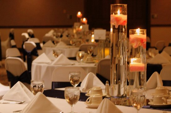 Clarion Highlander Hotel and Conference Center: Wedding Table