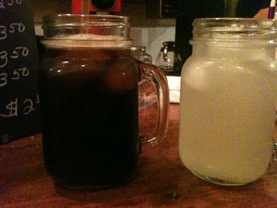 Pop's Coffee Shoppe: Glass mugs perfect for iced drinks!