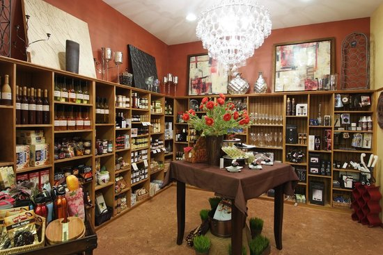 Duck Pond Cellars : Our gift shop is operated by family member Erin Fries, and offers