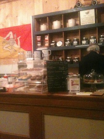 Pop's Coffee Shoppe: Back wall with selection of beans
