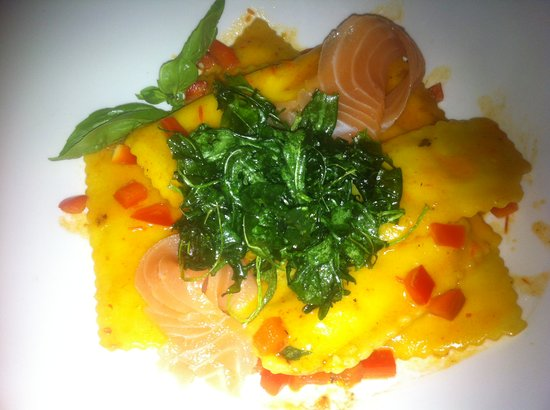 Café Noahs: Raviolini with rucola and salmon