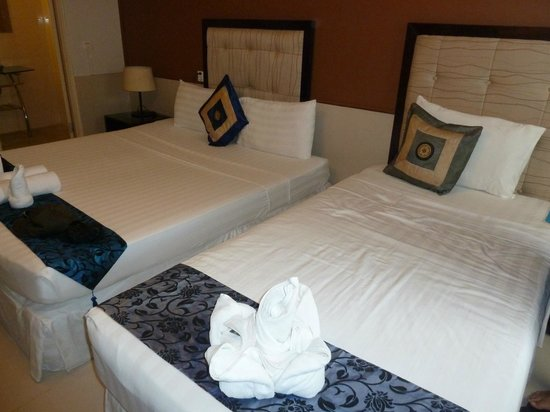 Coolabah Hotel: King + Twin