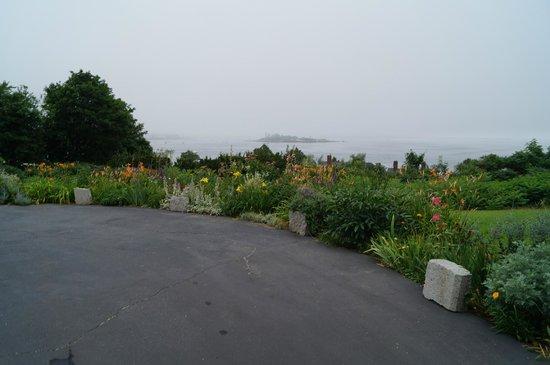 Charles Hovey House: Flower gardens