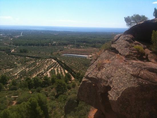 Ermita Mare De Deu De La Roca: mar al fondo