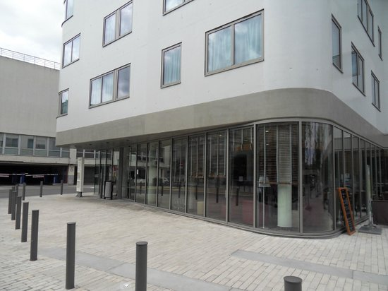 Campanile Amiens Centre Gare : Hotel front