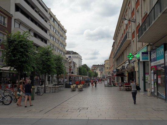 Campanile Amiens Centre Gare : Local street scene