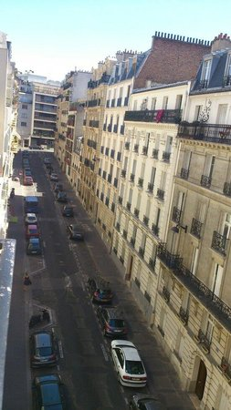 Ibis Paris Convention 15eme: View from 5th floor at front of hotel