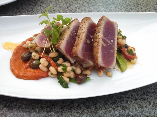 Vineland Estates Winery Restaurant: Rare Seared Tuna