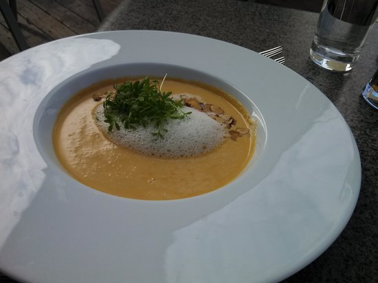 Vineland Estates Winery Restaurant: Lobster Bisque with vanilla foam