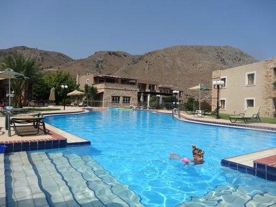 Hotel Areti Megala Horafia: Lovely pool!