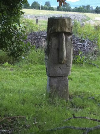 Strathcarron Hotel : Chainsawcarving, made by the owner :-)