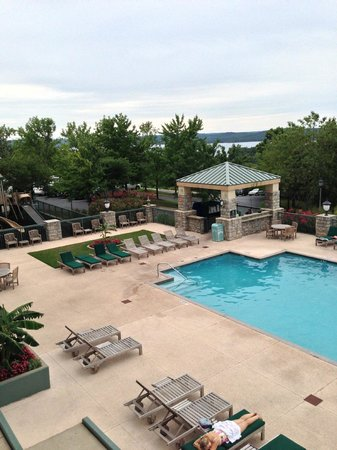 Chateau on the Lake Resort & Spa: Pool