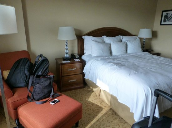Newark Liberty International Airport Marriott: The bed