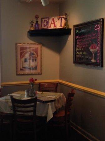 CD Cafe: dining room