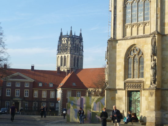 Muenster Cathedral (St. Paulus Dom) : Cathedral Square looking towards the bishop's residences