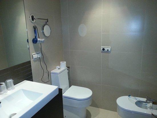 Sercotel Hotel Portales : El otro lado del baño