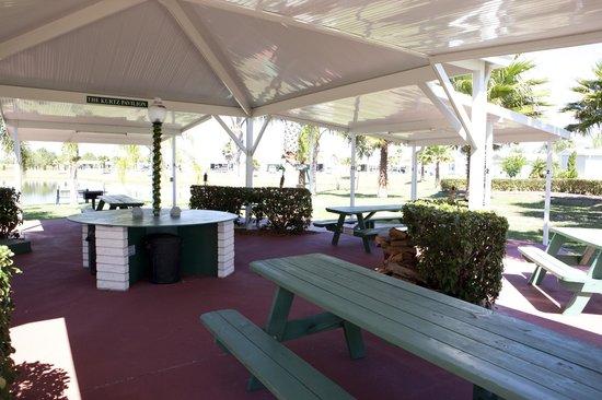 Rainbow RV Resort: Pavilion