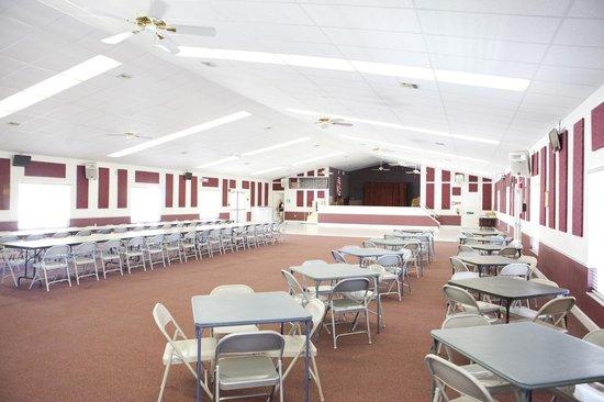 Rainbow RV Resort: Recreation Hall