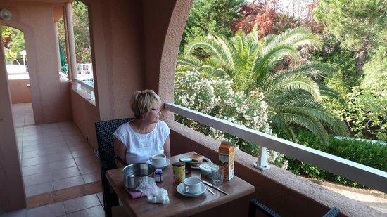 Hotel Le Syracuse: petit déjeuner sur terrasse