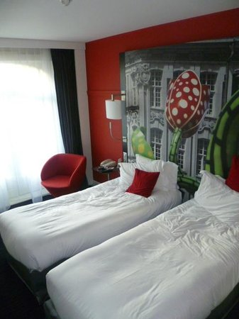 Mercure Lille Centre Grand Place : Twin beds in  Room 403
