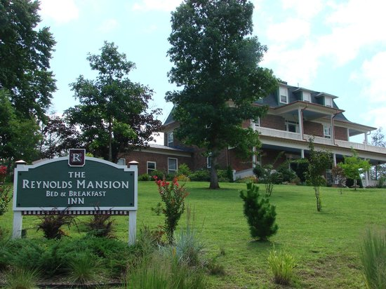 The Reynolds Mansion: Sign and Entrance