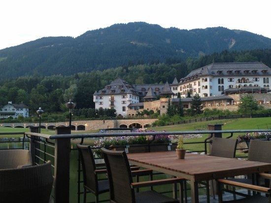 A-ROSA Resort Kitzbühel: Außenbereich des Monti e Mare