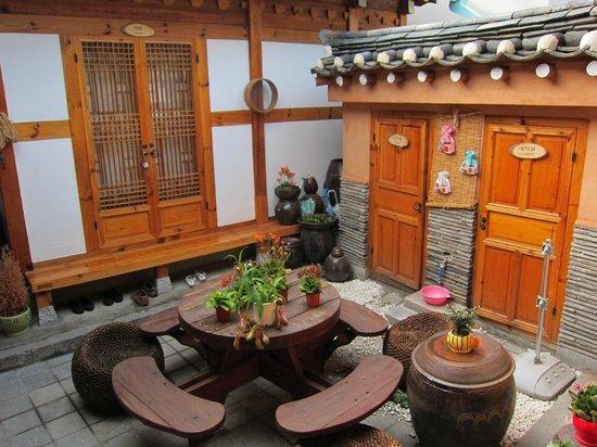 Haemil Hanok Guesthouse: central courtyard area