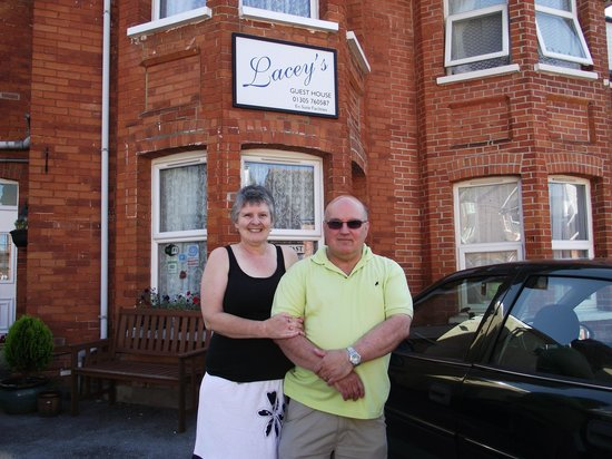 Lacey's Bed & Breakfast: Nigel and Wendy, owners