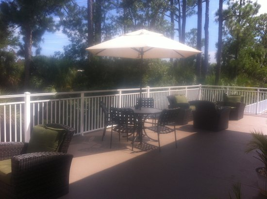 Hilton Garden Inn Hilton Head : Happy Hour :-)