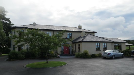 Cahergal Farmhouse: The lovely main house