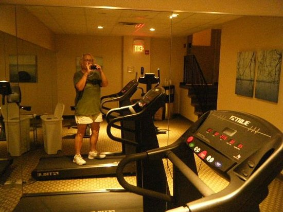 Best Western Plus Seville Plaza Hotel: fitness center small but serviceable