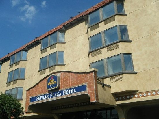 BEST WESTERN PLUS Seville Plaza Hotel : entry front off of  Main street