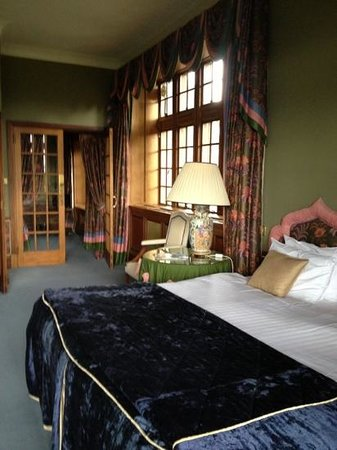 Murrayshall House Hotel: view to dressing room in room 2