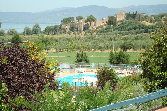 Albergo Le Tre Isole Villaggio: vista su piscina da appartamento