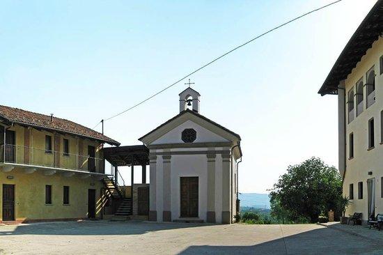Alla Cascina Baresane : chiesetta sconsacrata  sala colazioni