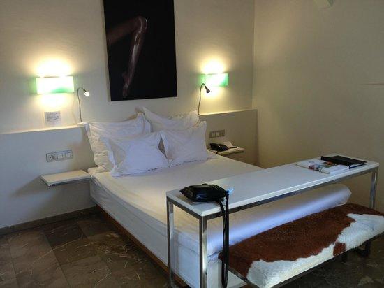 Hotel Tres : Room 407, single room