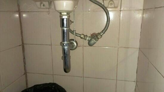 Grand Wisata : arrivée eau froide branchée sur robinet eau froide et chaude...