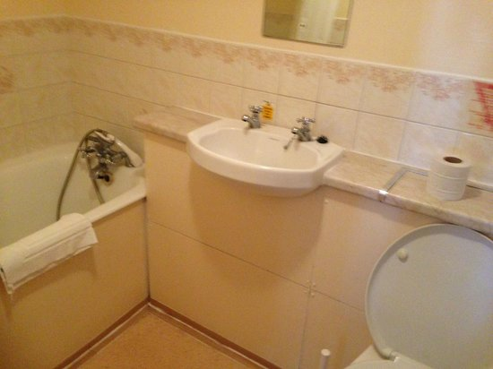 Manchester Hotel: bathroom
