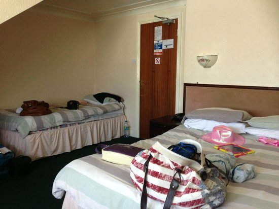 Manchester Hotel: room