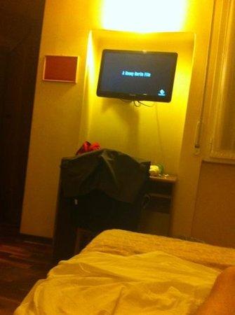 Nuovo Bristol Hotel: la camera 308... non molto spaziosa ma gradevole, con un meraviglioso impianto di condizionament
