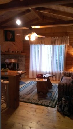 Linville Falls Campground RV Park & Cabins: 2bedroom cabin, very cute and clean