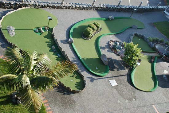 Bluewater Hotel: 9 hole mini golf course