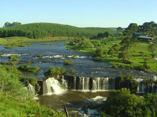 São Francisco de Paula, RS: Rio Lajeado acompanha toda área do Parque das Cascatas